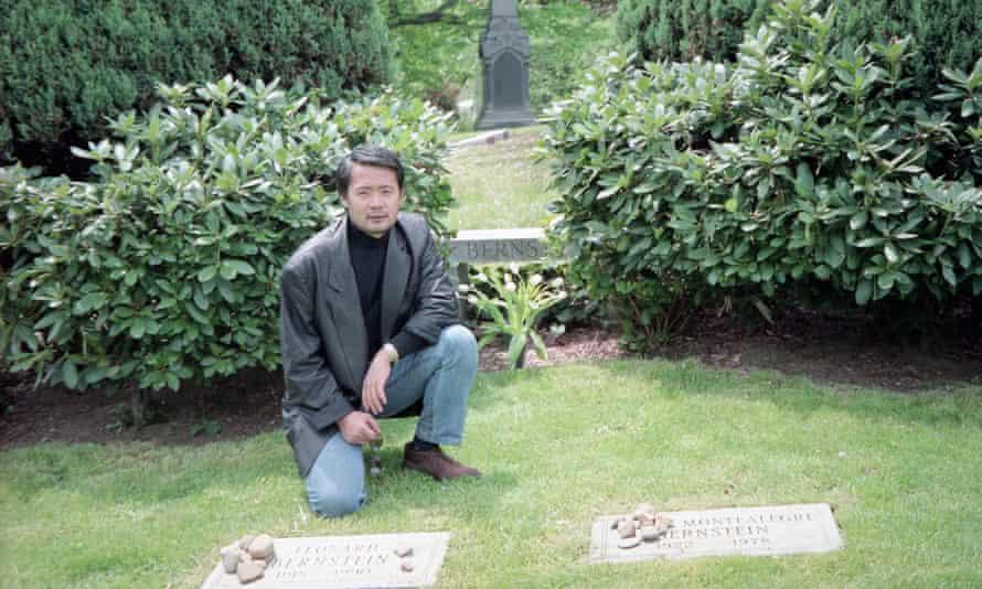 Kunihiko Hashimoto at Leonard Bernstein's grave in New York in 1997.