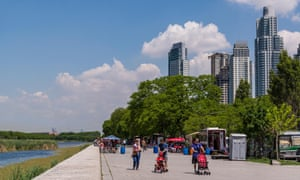Promenade along Buenos Aires' Costanera Sur reserve