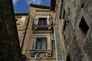 One of the medieval buildings near the old centre of Castelvecchio Calvisio