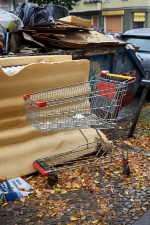 Abandoned shopping trolleys photographed in Berlin streets by Luca Ellena.