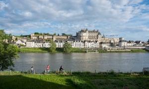 Το Amboise, τον ποταμό Λίγηρα, την πόλη και το κάστρο.