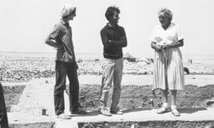 British School excavations at Umm Dabaghiyah, 1971. Marion Oakeshott, Walid Takriti and Diana Kirkbride stand on a baulk between trenches