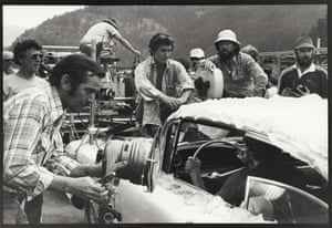 Cinematographer Vilmos Zsigmond sets up a shot of the guys leaving for the deer hunt