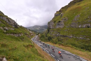 The peloton on Stage 17, a 180.5km mountain ride between Villadiego and Los Machucos