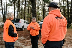 Lisa Higgins addresses other members of the Louisiana Search and Rescue Dog Team before the group's training session.