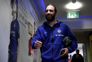 Gonzalo Higuain arrives at the Bridge.