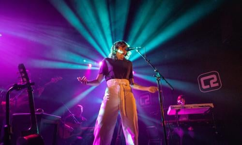 Aldous Harding Review Conundrums You Can Dance To Music The Guardian