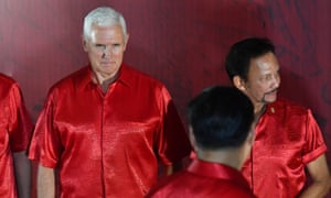 Mike Pence at the Apec summit in Papua New Guinea, with Xi Jinping passing by in the foreground.
