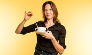 Holding thermometer in hot tea. Helen Czerski Scientist