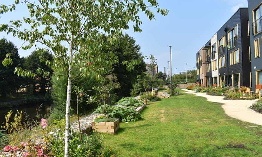 A short grass verge lies between homes in Solar Avenue and the River Aire