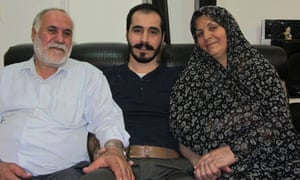 Blogger Hossein Ronaghi with his parents.