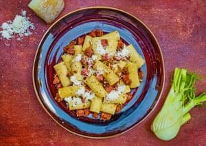 Mike Oehlers' Salsicce siciliani con rigatoni