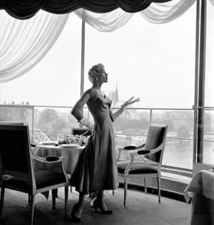 Prêt-à-porter in the Restaurant Tour Eiffel, Paris 1960
