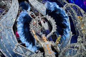 Santa Cruz de Tenerife, Spain. Sara Cruz Teja celebrates after being chosen as this year's carnival queen