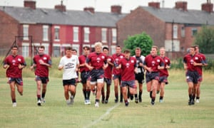 Manchester United players, including Gary Neville and David Beckham, at the Cliff in 1995