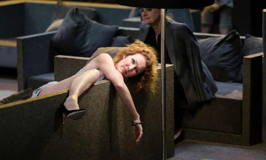 Chris Nietvelt as Cleopatra.