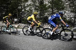 Viviani, keeping Alaphilippe out of trouble.