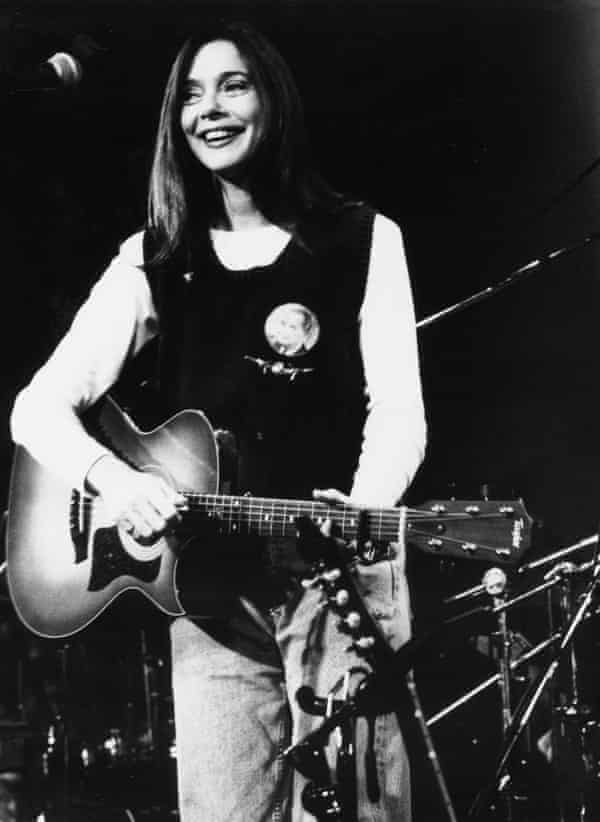 Nanci Griffith on stage in Los Angeles in 1994.