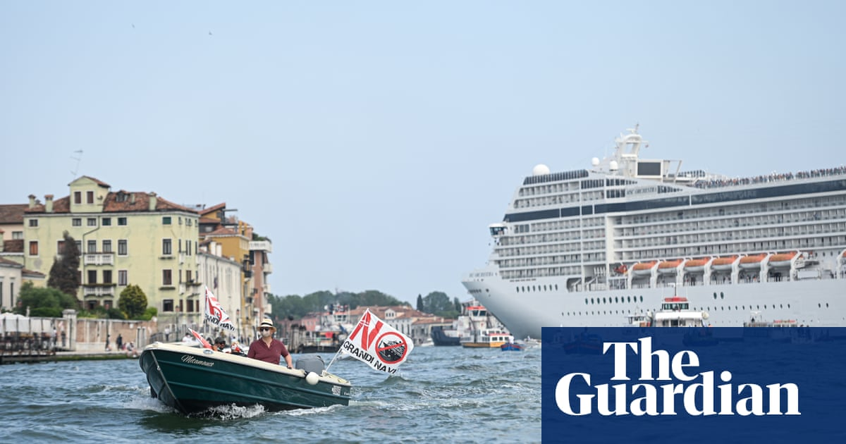 Venice may be put on endangered list if cruise ships not banned, says Unesco