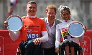 The men's and women's wheelchair race winners David Weir, from Scotland, and Madison de Rozario, from Australia, pictured with Prince Harry.