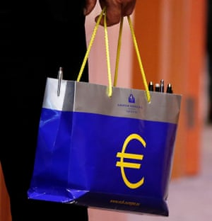 An official holds a bag with the euro logo during a eurozone finance ministers meeting in Brussels, Belgium May 22, 2017. REUTERS/Francois Lenoir