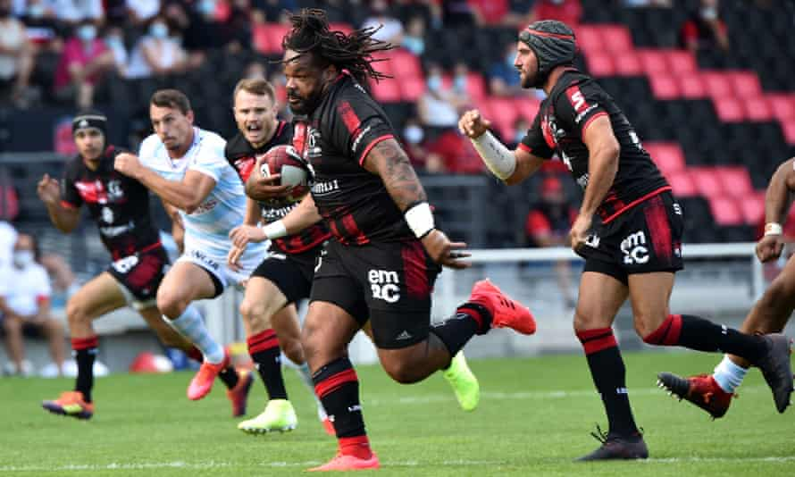 Bastareaud on the charge … for Lyon, back in France.