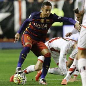 Neymar shrugs off Rayo Vallecano's Quino.