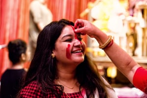 Married women mark each other with vermillion after offering the same to goddess Durga. This means the end of the 10-day festival and the devotees bid adieu to the goddess, who then returns to her abode in the Himalayas.