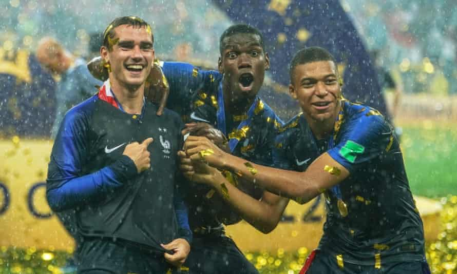Antoine Griezmann, Paul Pogba and Kylian Mbappé show of the second star on their shirts.