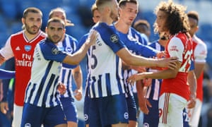 Arsenal's Matteo Guendouzi confronts Brighton players