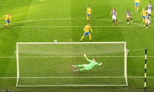 Brighton & Hove Albion's Pascal Gross hits the crossbar from a penalty.
