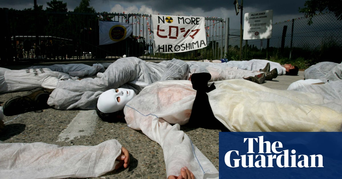 Green MEPs occupy Belgian F-16 runway in anti-nuclear protest