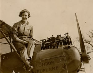 Amy Johnson became the first female pilot to fly solo from England to Australia in 1930. Date of Photo: 1925 ca.