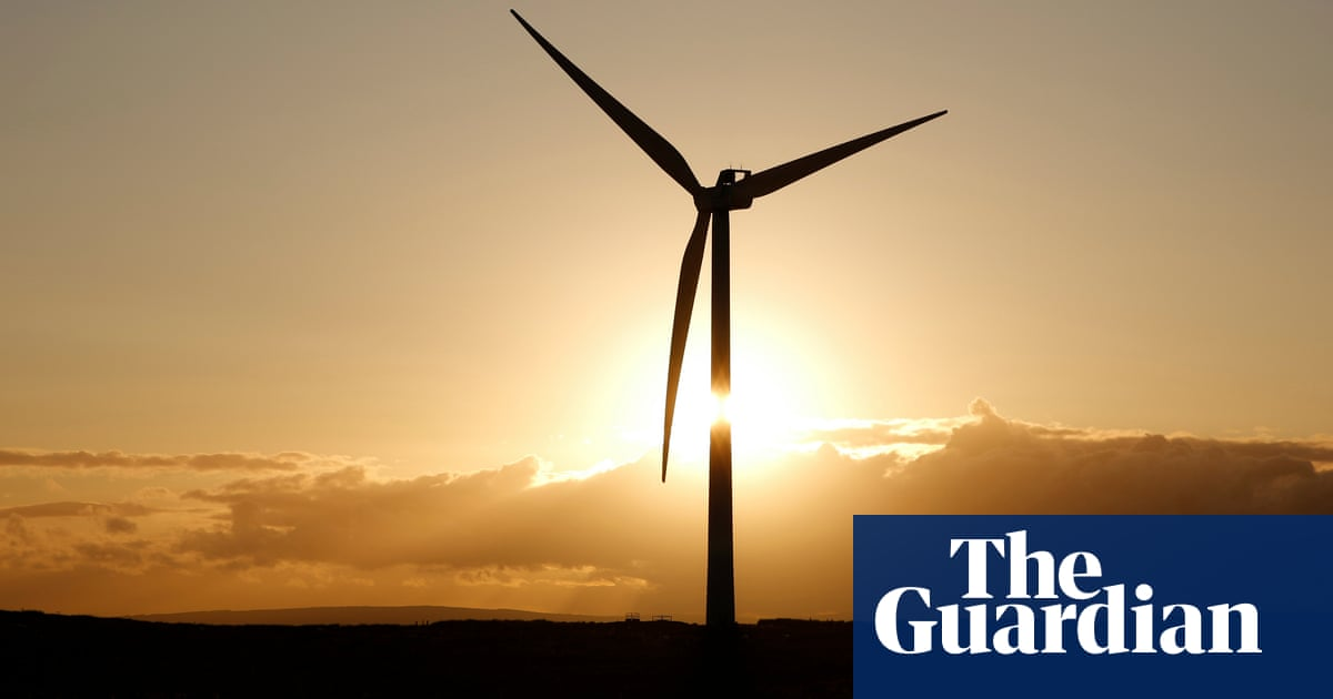 UK renewable energy capacity surpasses fossil fuels for first time