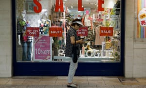 Consumer spending grew in the last quarter but business investment dragged the Japanese economy lower, figures showed on Monday.