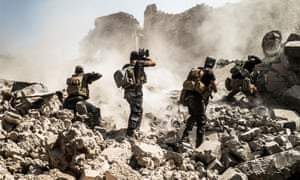 Iraqi soldiers shooting at Islamic State fighters in Mosul