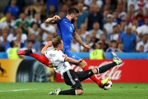 Benedikt Hoewedes slides in to stop Giroud.