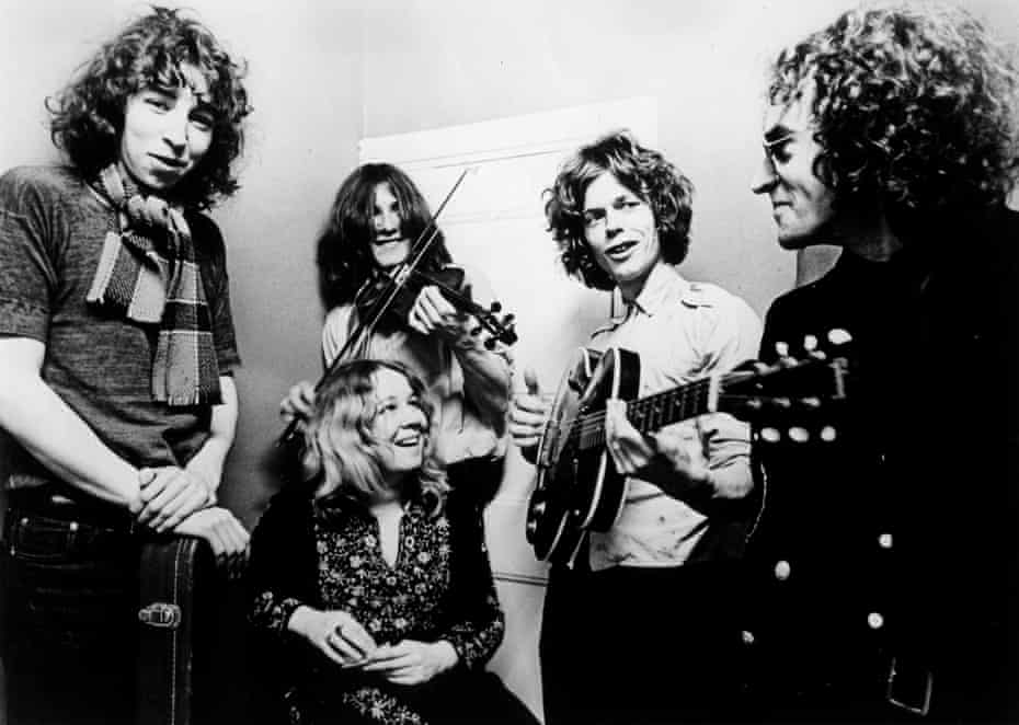 With Fairport Convention – (l-r) Thompson, Sandy Denny (seated), Simon Nicol, Martin Lamble, Ashley Hutchings – in 1969.