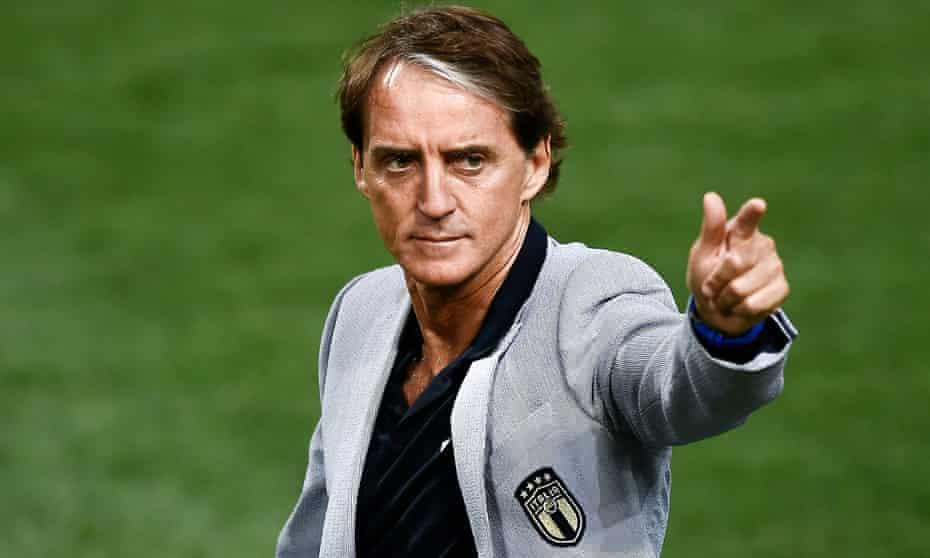 De 56-años 179 cm de altura Roberto Mancini en 2021 foto