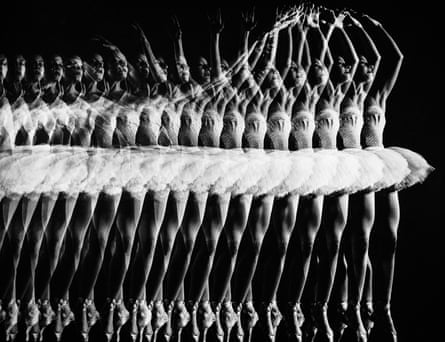 Stroboscopic multiple exposure Alicia Alonso executing a pas de bourree while dancing with American Ballet Theatre, 1944.