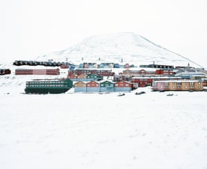 It is the largest settlement in the Norewgian Valbard archipelago