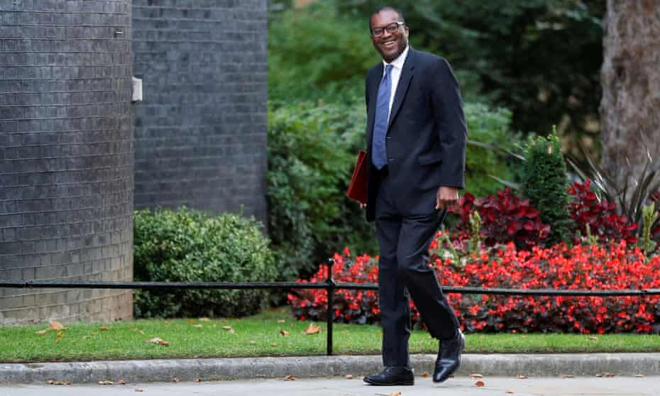 Kwasi Kwarteng arrives on Downing Street