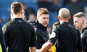 Mauricio Pochettino confronts Mike Dean after Tottenham's defeat at Burnley