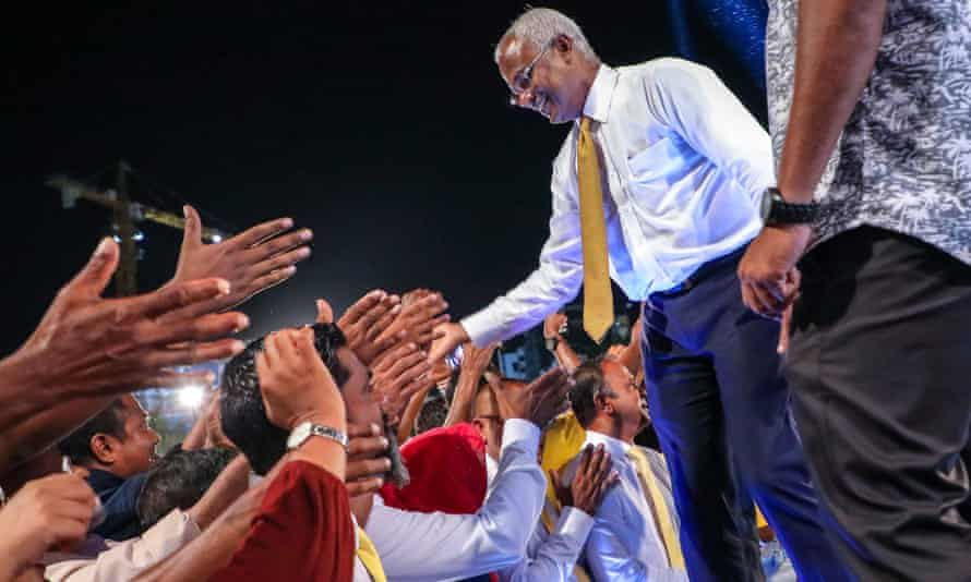 Main opposition leader Ibrahim Mohamed Solih greets a crowd at a rally in the Maldives capital Malé.