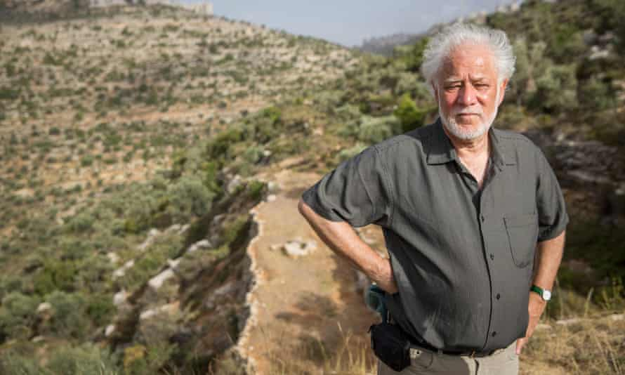Michael Ondaatje's The English Patient is on the shortlist for the best Booker winner.