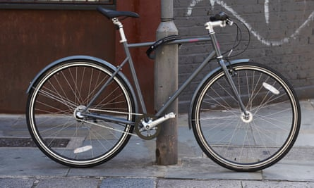 Buzzbike's bikes feature reliable components and have puncture-resistant tyres.