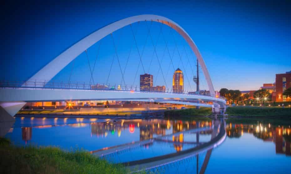 At night …Iowa Women of Achievement Bridge. Des Moines, Iowa. US.