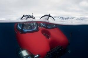 Dr Susanne Lockhart and submarine pilot John Hocevar diving in a submarine outside Kaiser Island, Palmer Archipelago, Antarctic Peninsula