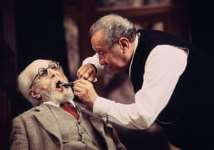 Henry Goodman as Freud and David de Keyser as Dr Yahuda in Hysteria by Terry Johnson in 1993.