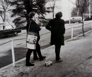 LIDL-Performance: Jörg Immendorff in front of the parliament in Bonn, 31 January 1968